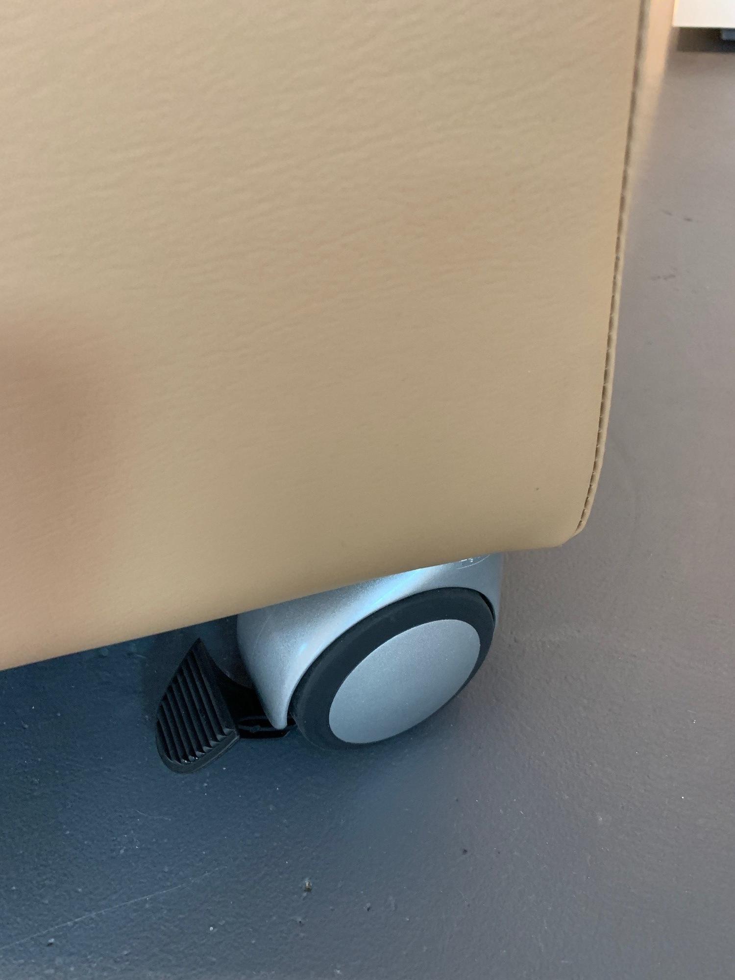 1549980659-care-produkte-pflegesessel-premium-mit-aufstehhilfe_3.jpg