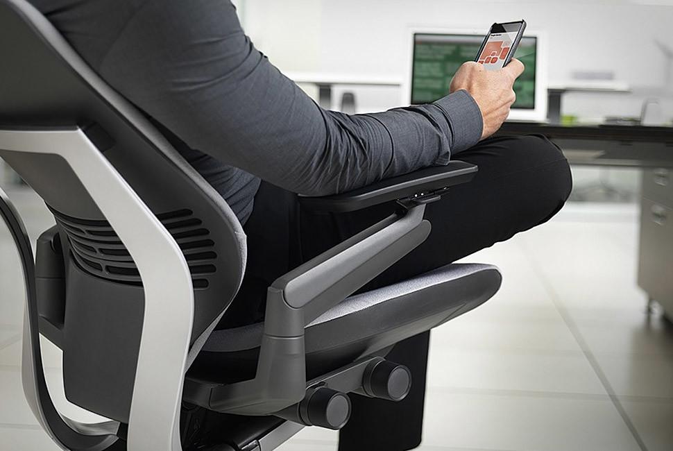 Siège ergonomique GESTURE de Steelcase 01