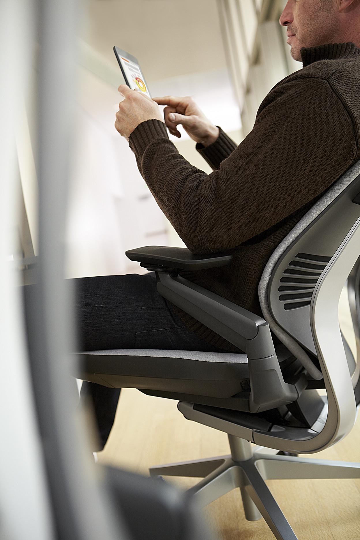 Siège ergonomique GESTURE de Steelcase 02