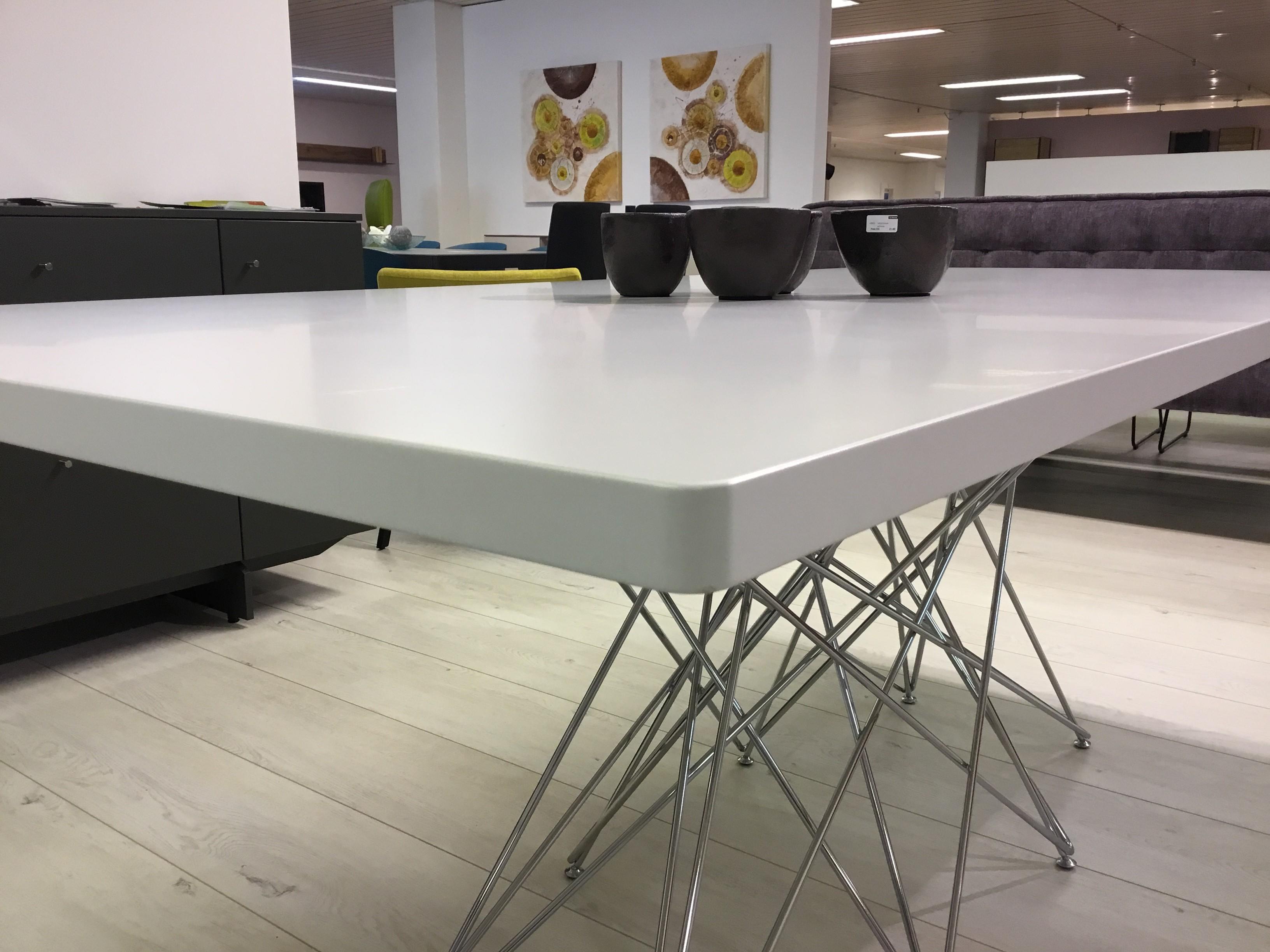 Tisch in Lack/weiss / Bonaldo 02