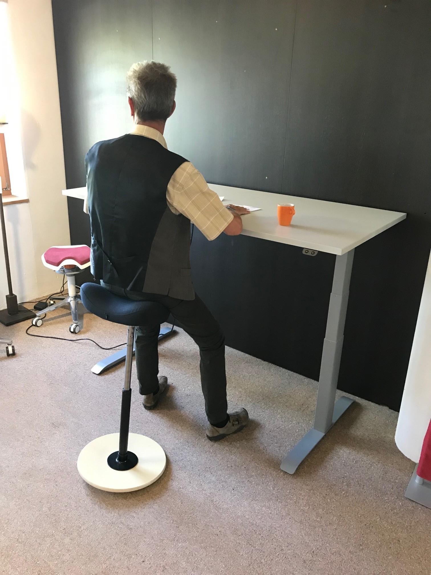Schreibtisch / Stehpult elektrisch höhenverstellbar, Gestell schwarz 08