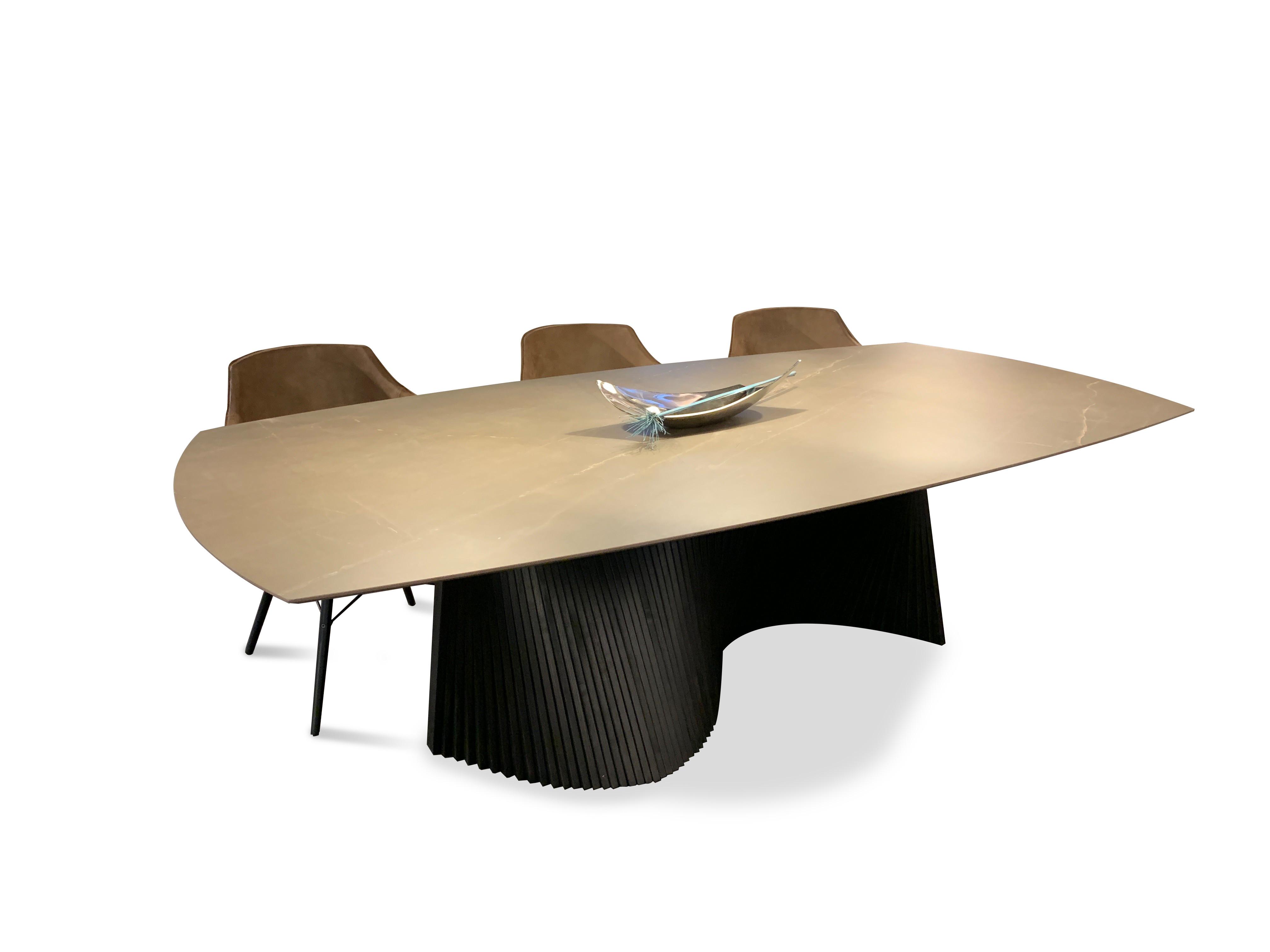 Designer Tisch Roma 03
