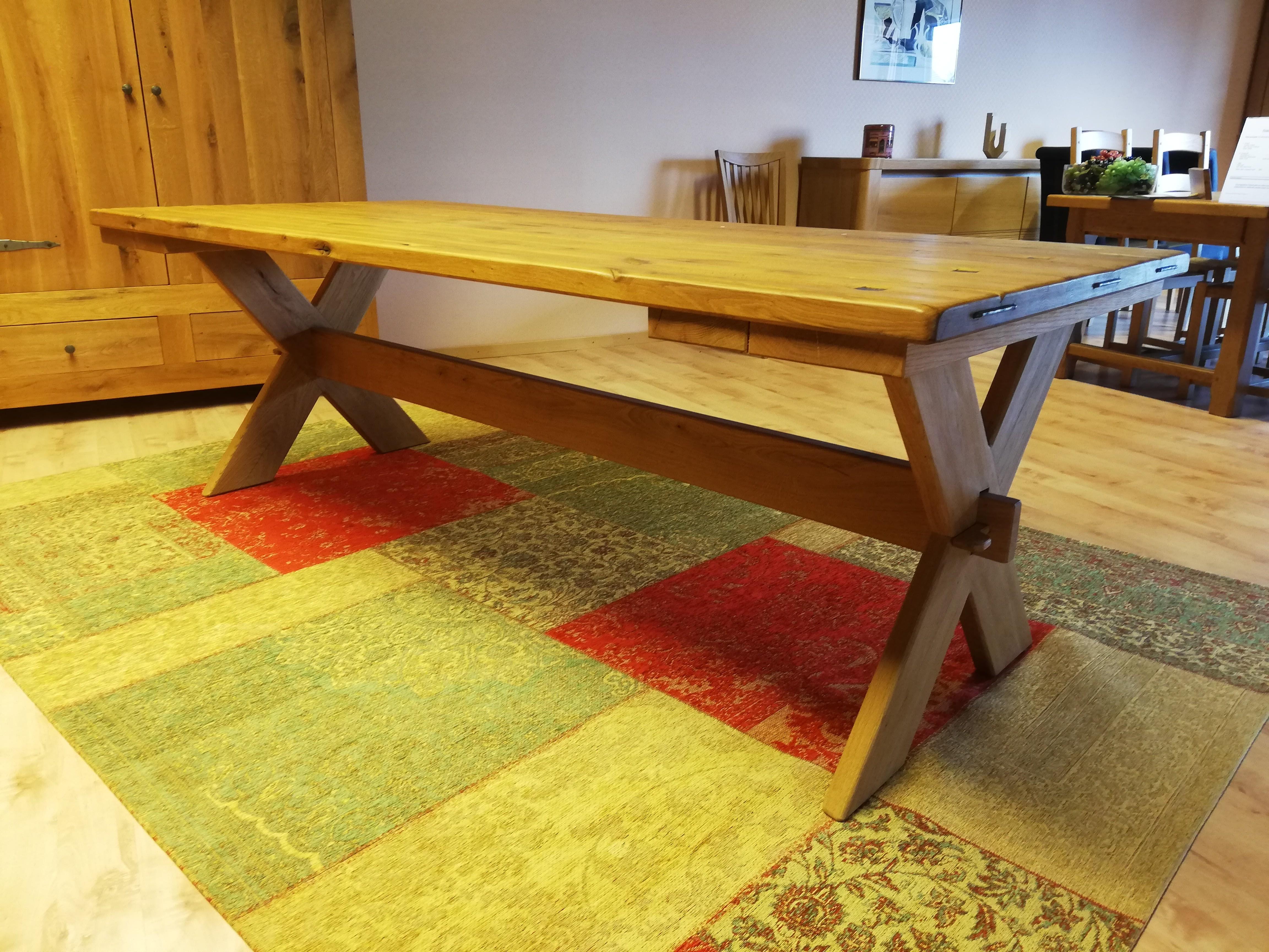 Table en chêne sauvage massif 02