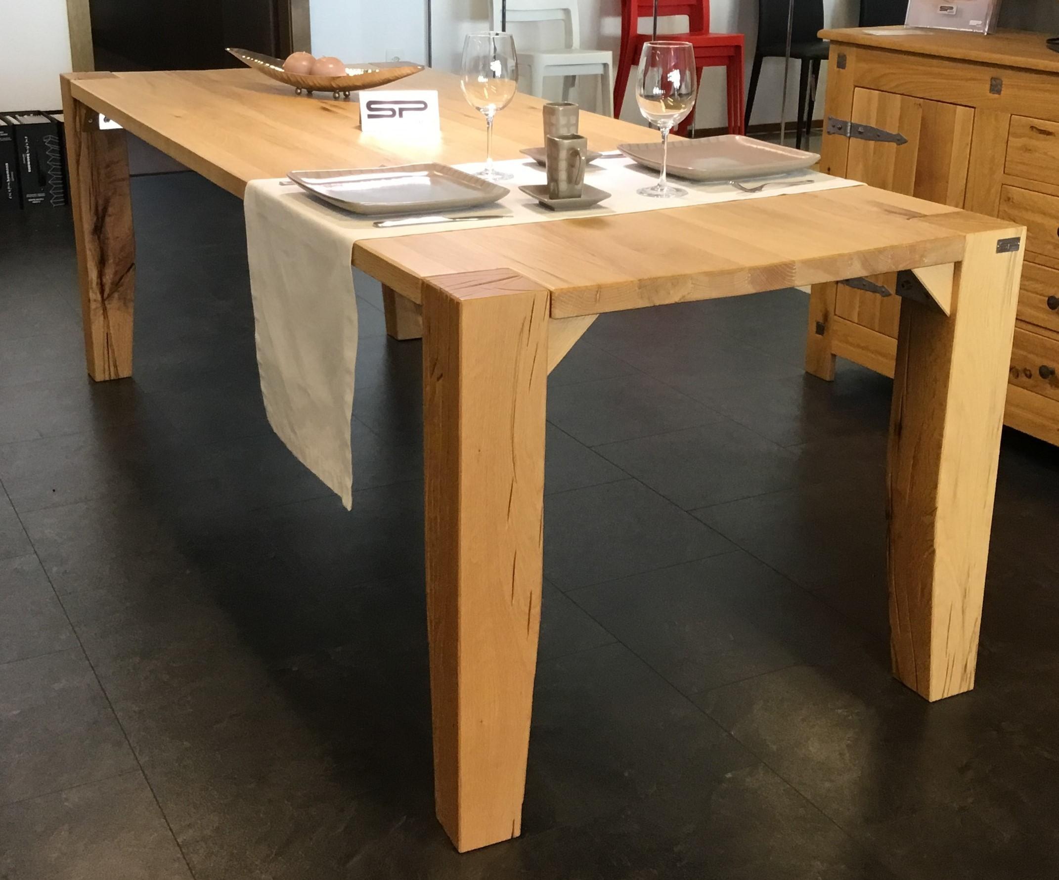 Tisch Largo Sumpfeiche geschroppt 01