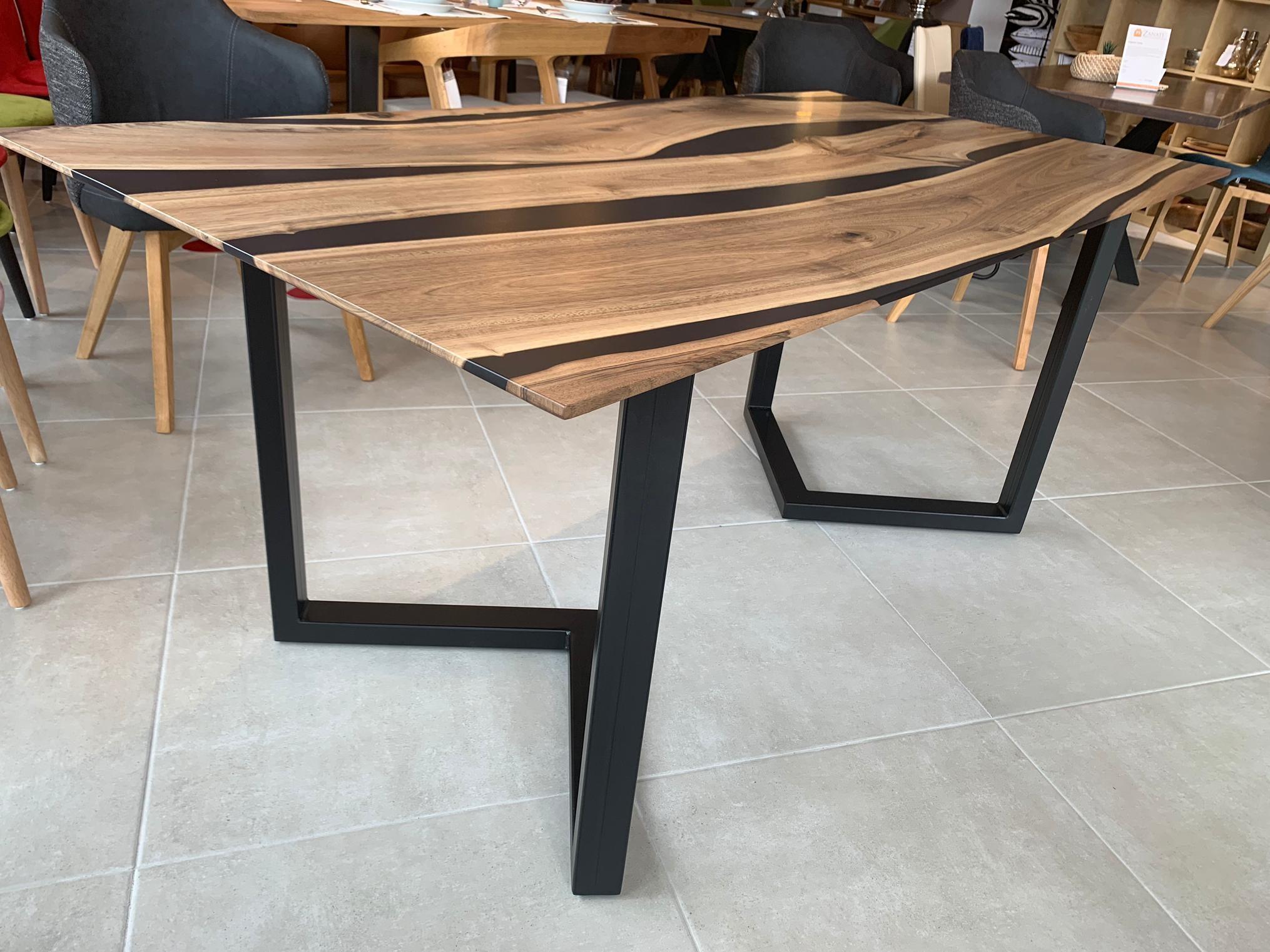 Black Walnut River  Table mit Epoxid 06