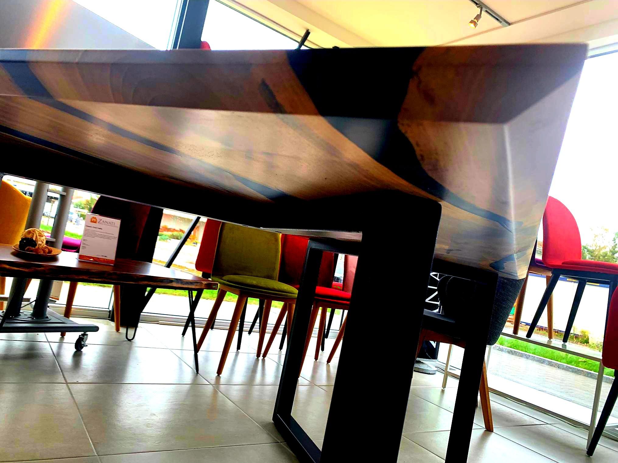 Black Walnut River  Table mit Epoxid 04