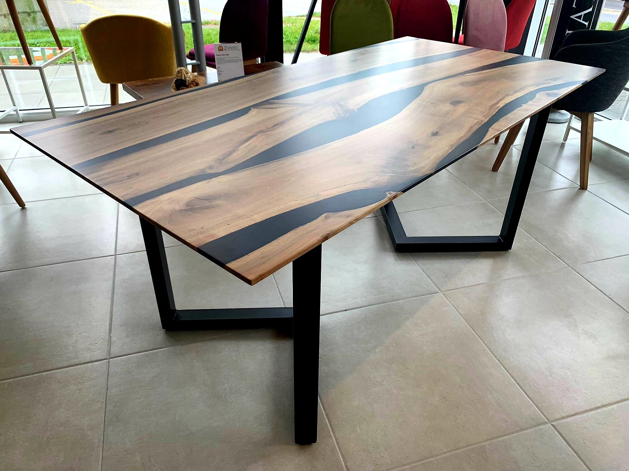 Black Walnut River  Table mit Epoxid 03