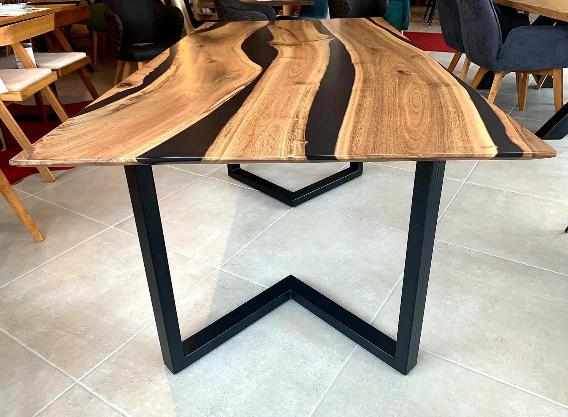 Black Walnut River  Table mit Epoxid 09