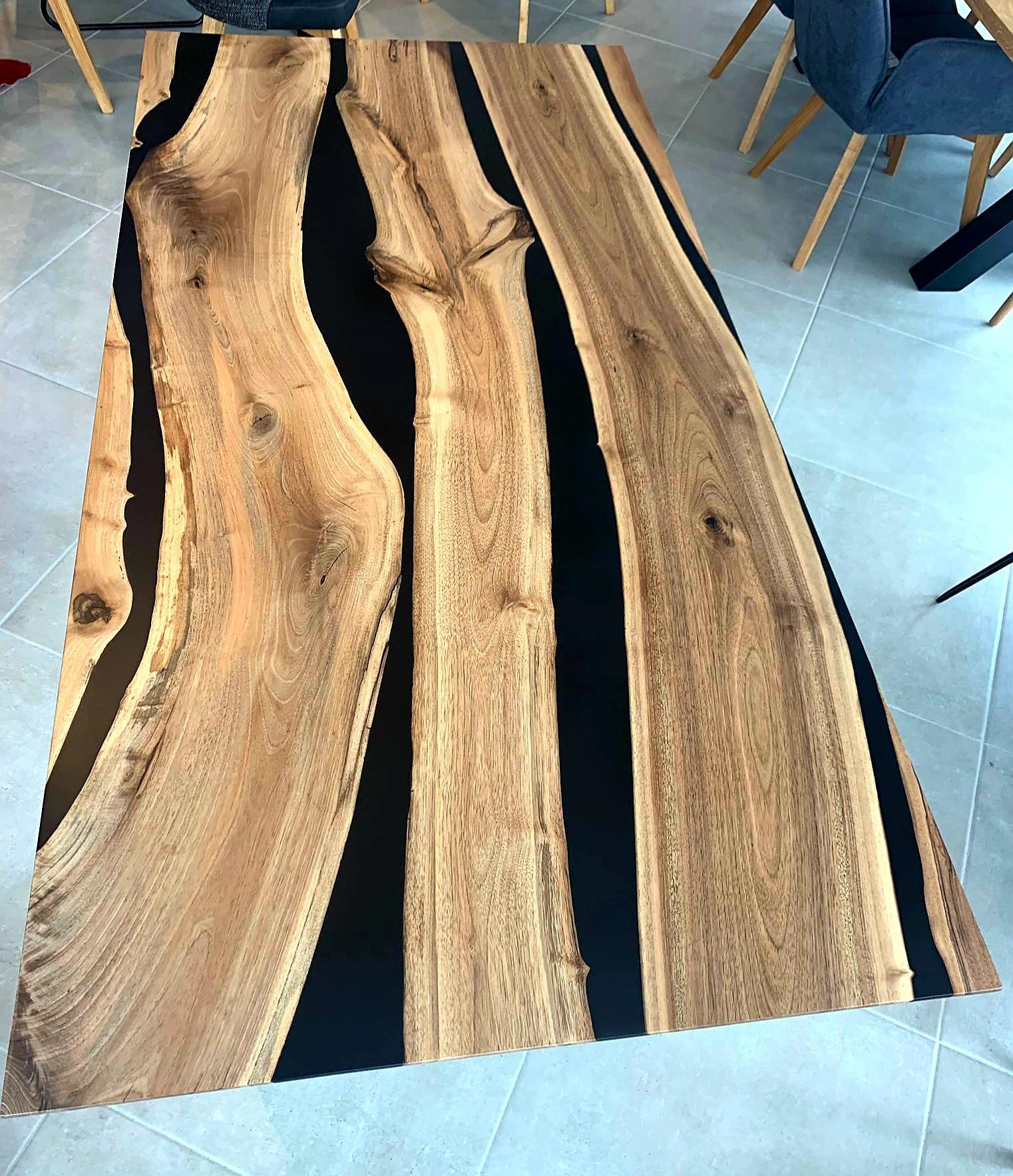 Black Walnut River  Table mit Epoxid 08