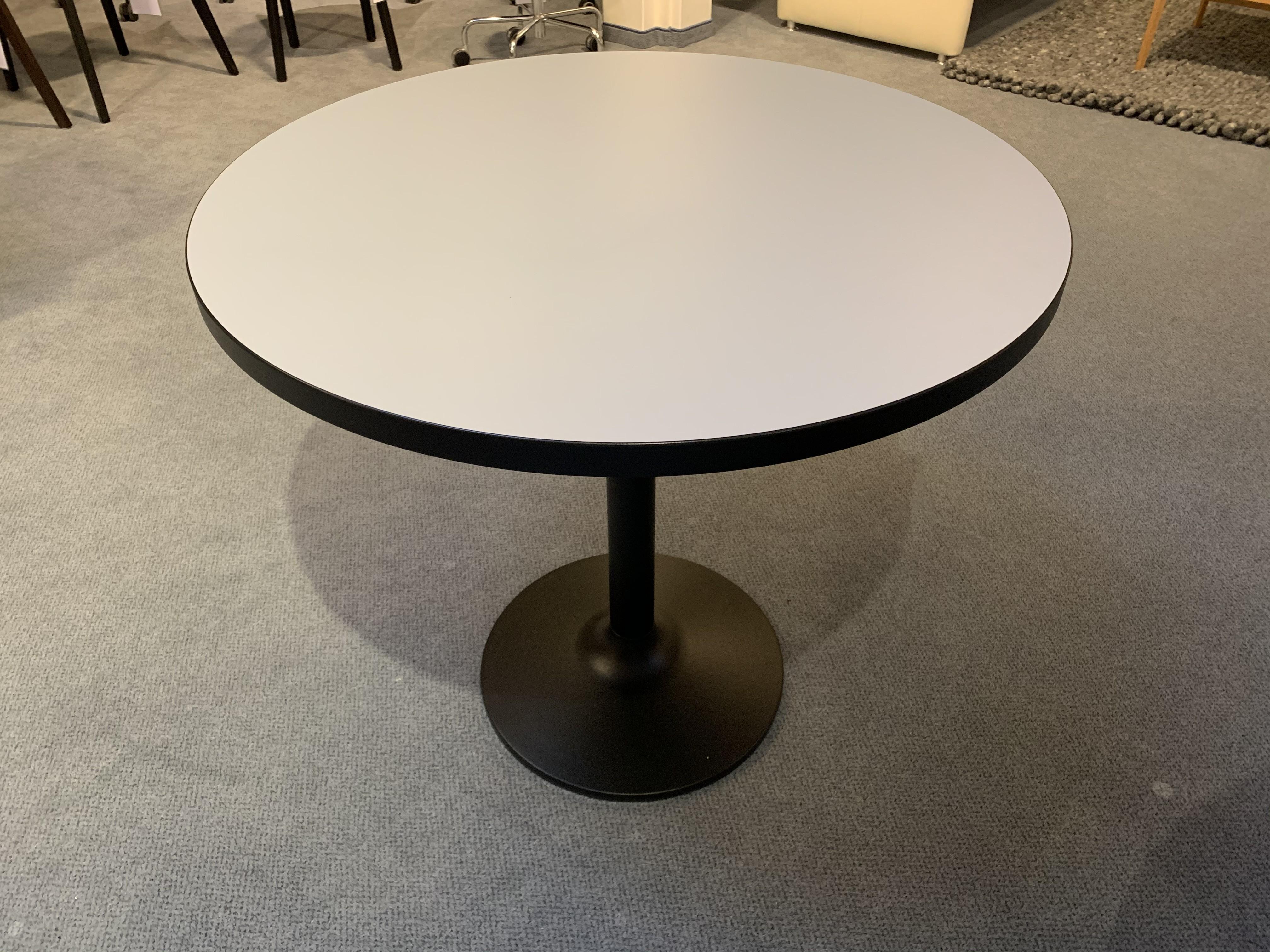 Tisch Pinta Dietiker 01