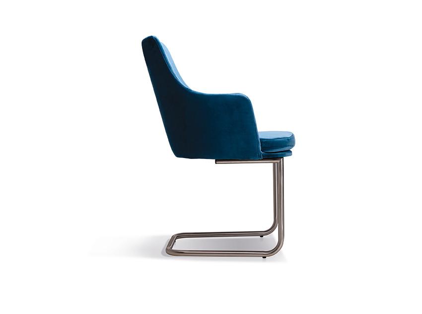 6 Stühle Freischwinger Nela Lüönd 03