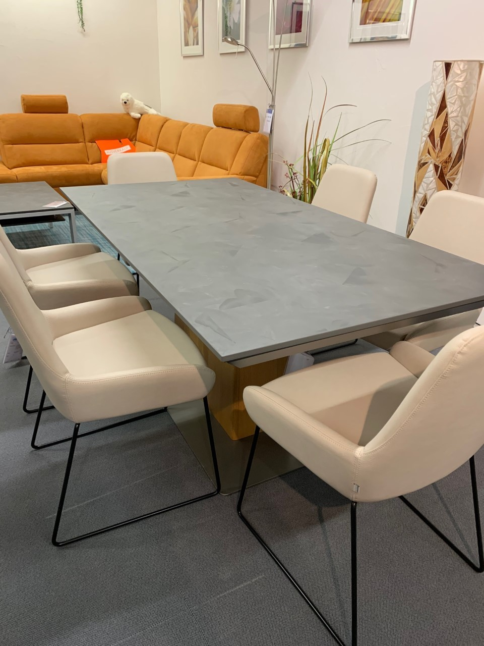 Tisch Modell Diegaro von Willisau 180 x 95 cm mit Verlängerung, Blatt in Stucco 01