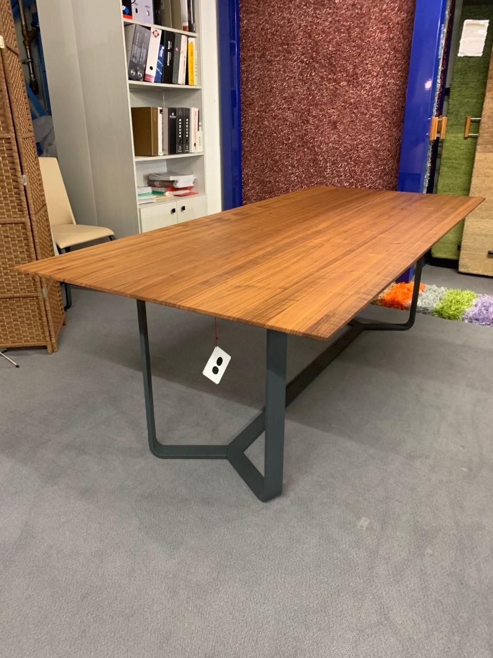 Tisch massiv Modell Yoho von Girsberger 100 x 220 cm 01