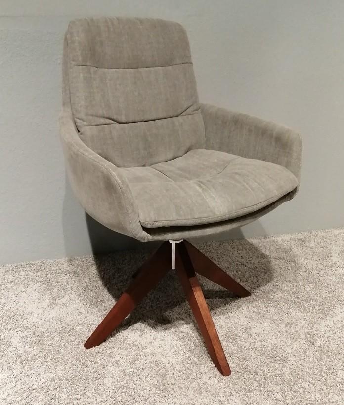 6 Stühle Panos Lüönd 01