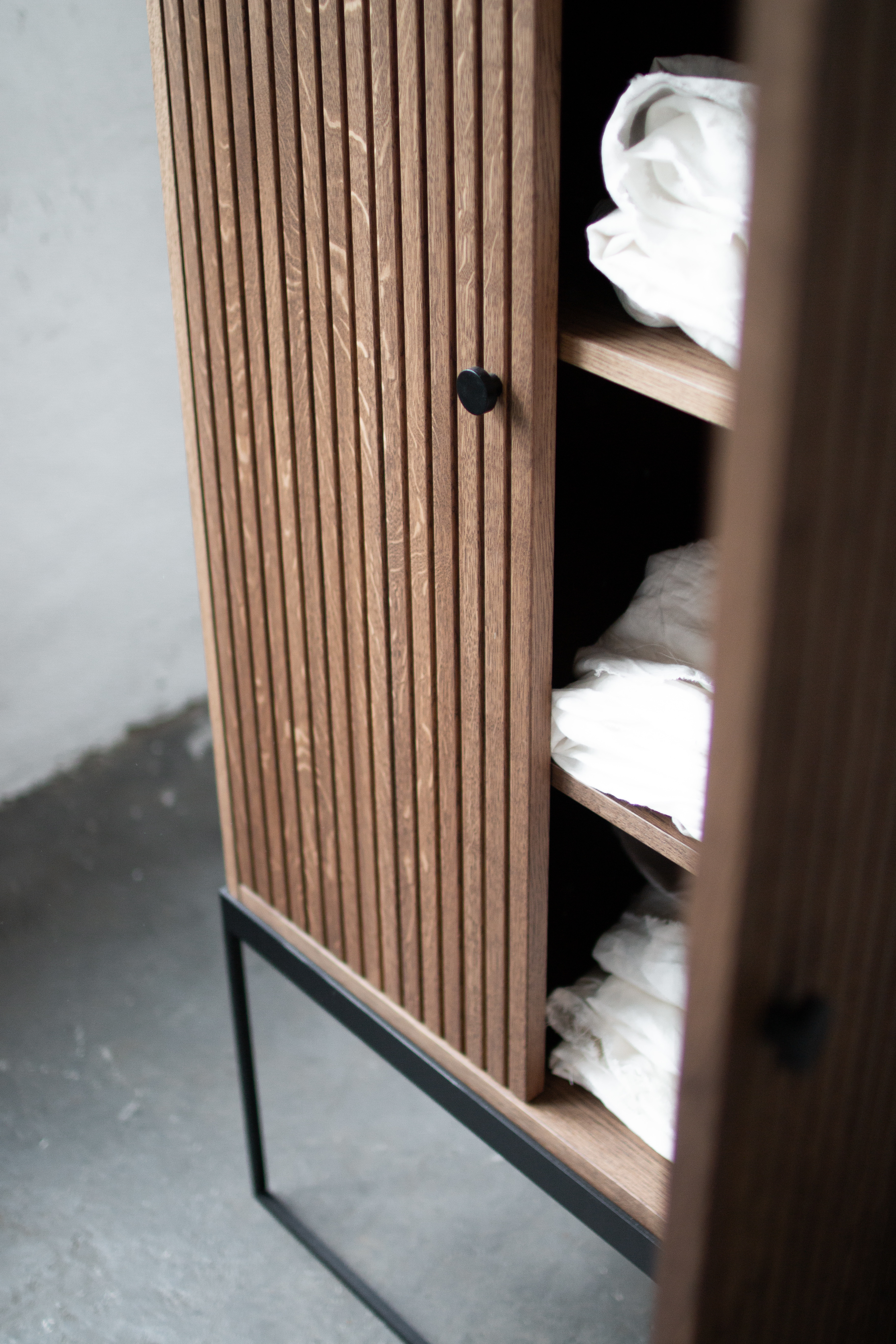 Schrank DIS 168 - gerillte Türen 11