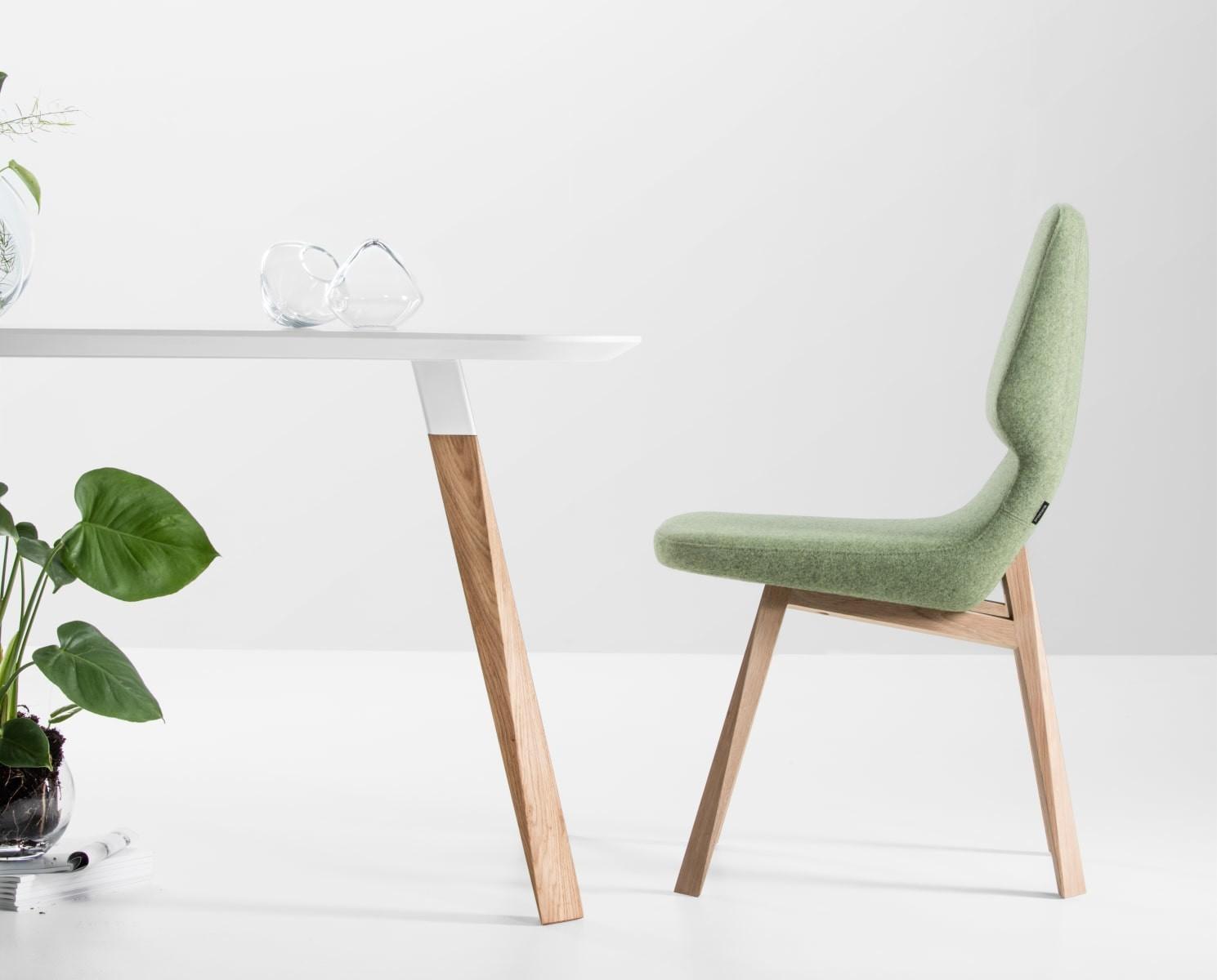 Stuhl oblique 04