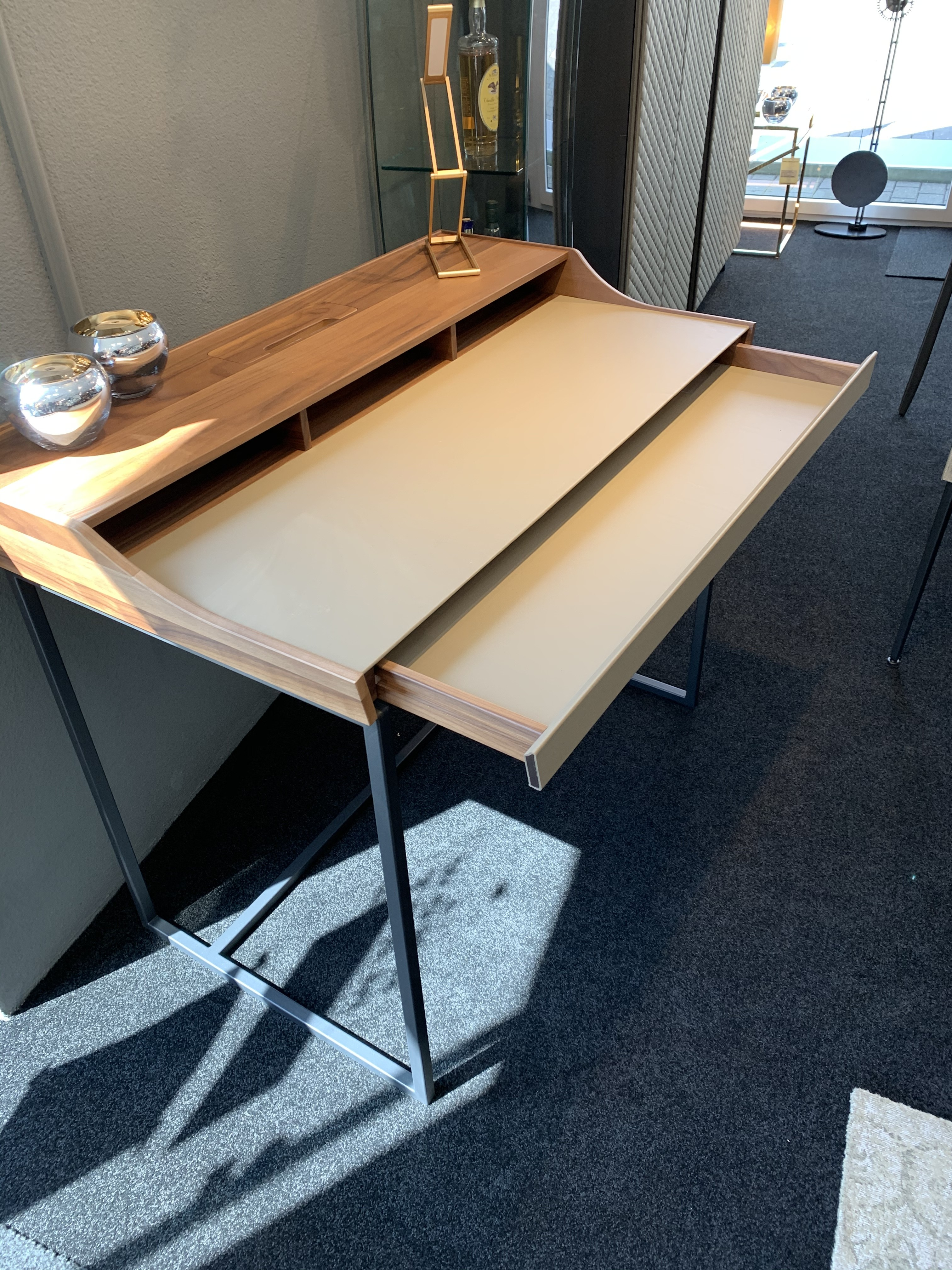 Schreibtisch  02