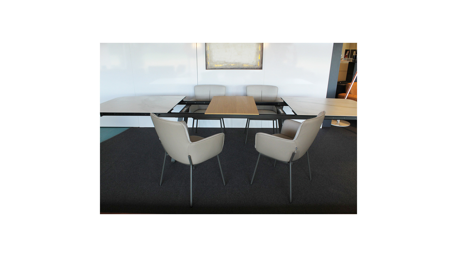 Esstisch 939 + 4 Stühle 655 / Table à manger 939 et 4 chaises 655 09