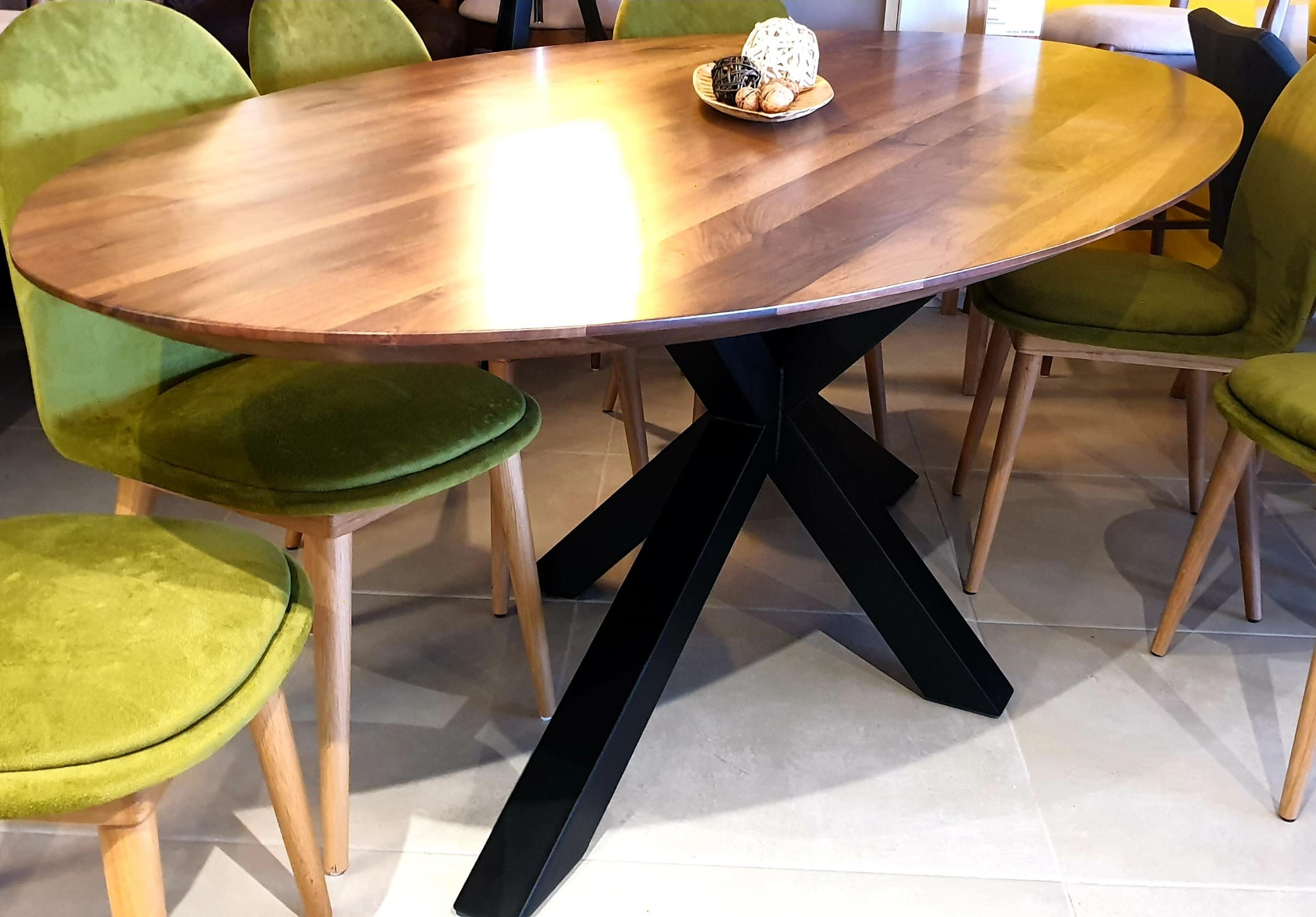 The WOW oval Walnut Table 07