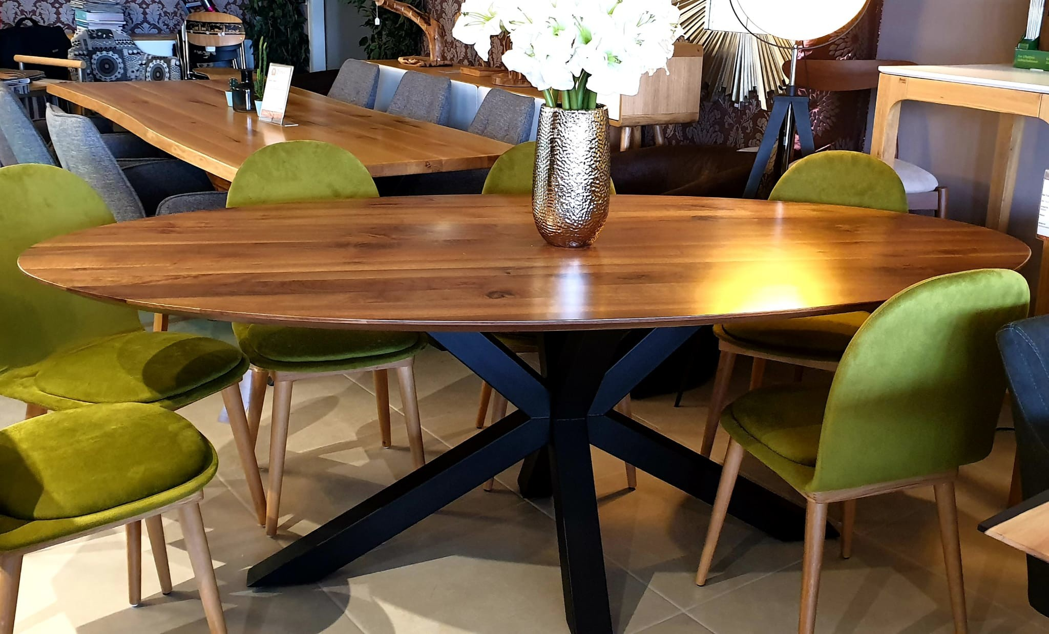 The WOW oval Walnut Table 05
