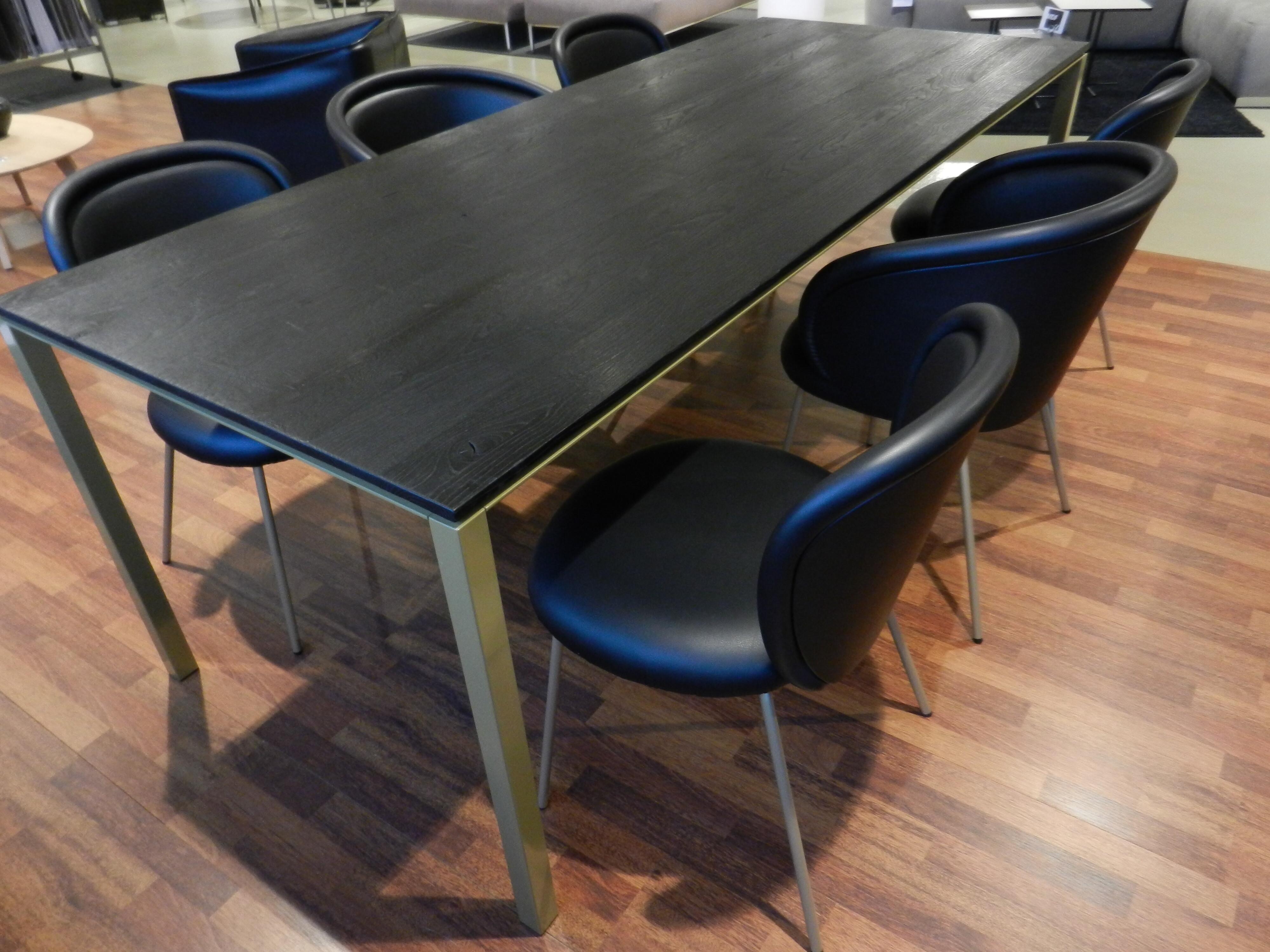 Tischgruppe mit 6 Stühlen von Janua und Freifrau / Ona mit Esstisch S600 02