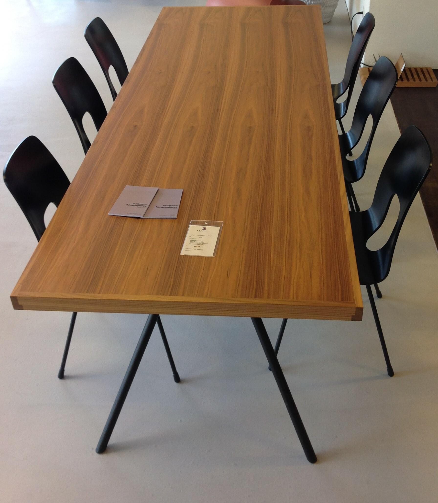 Tisch und 6 Stühle / horgenglarus 01