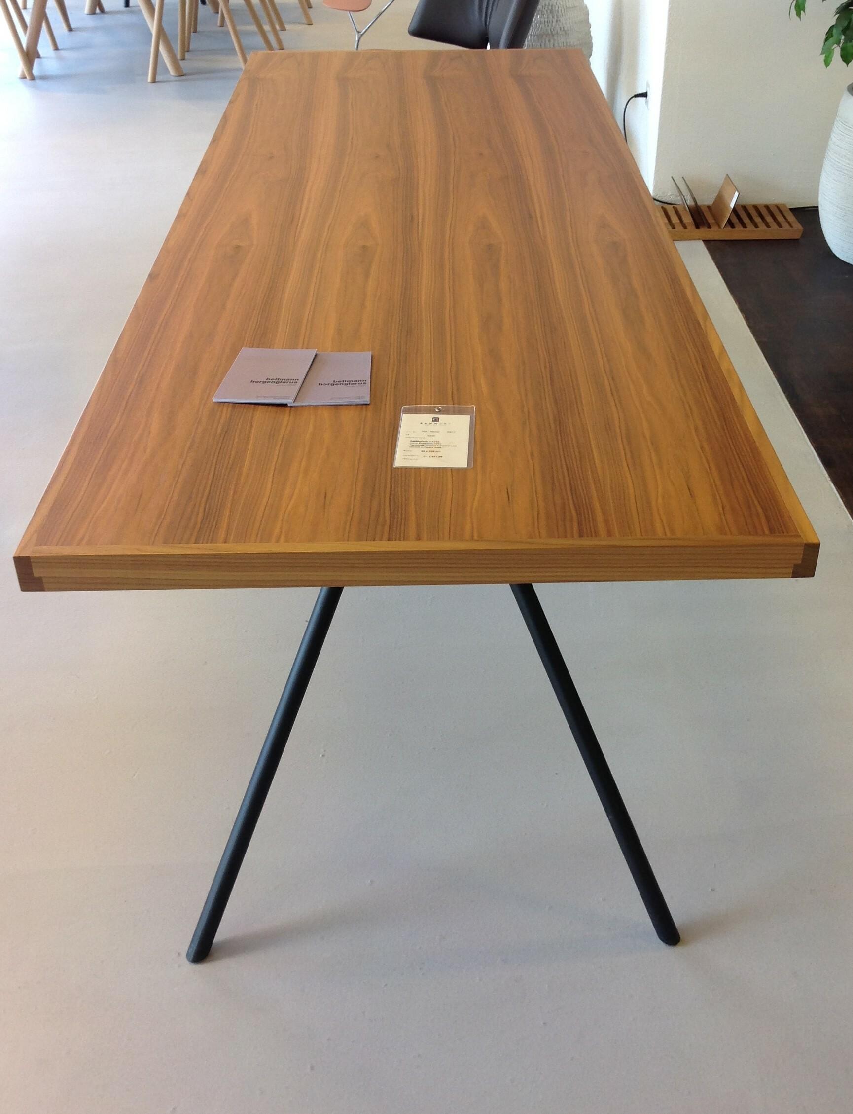 Tisch und 6 Stühle / horgenglarus 04
