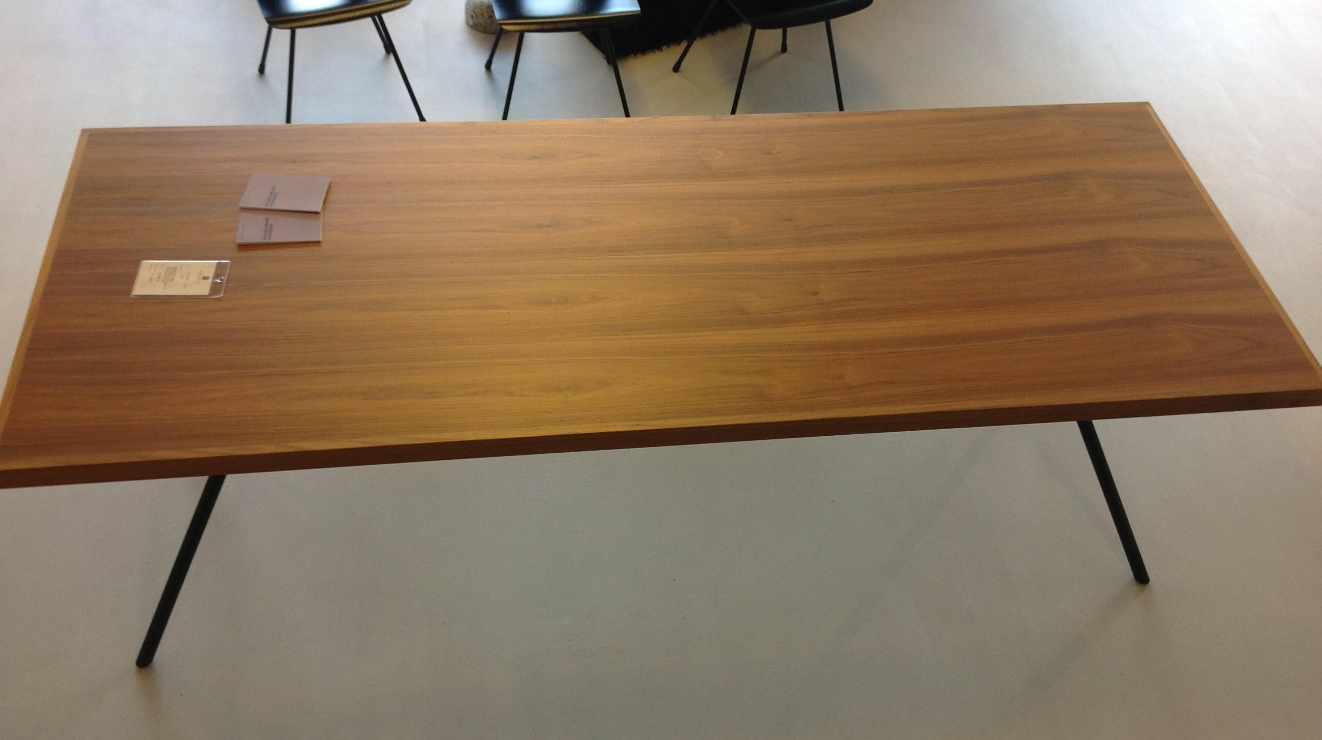Tisch und 6 Stühle / horgenglarus 05