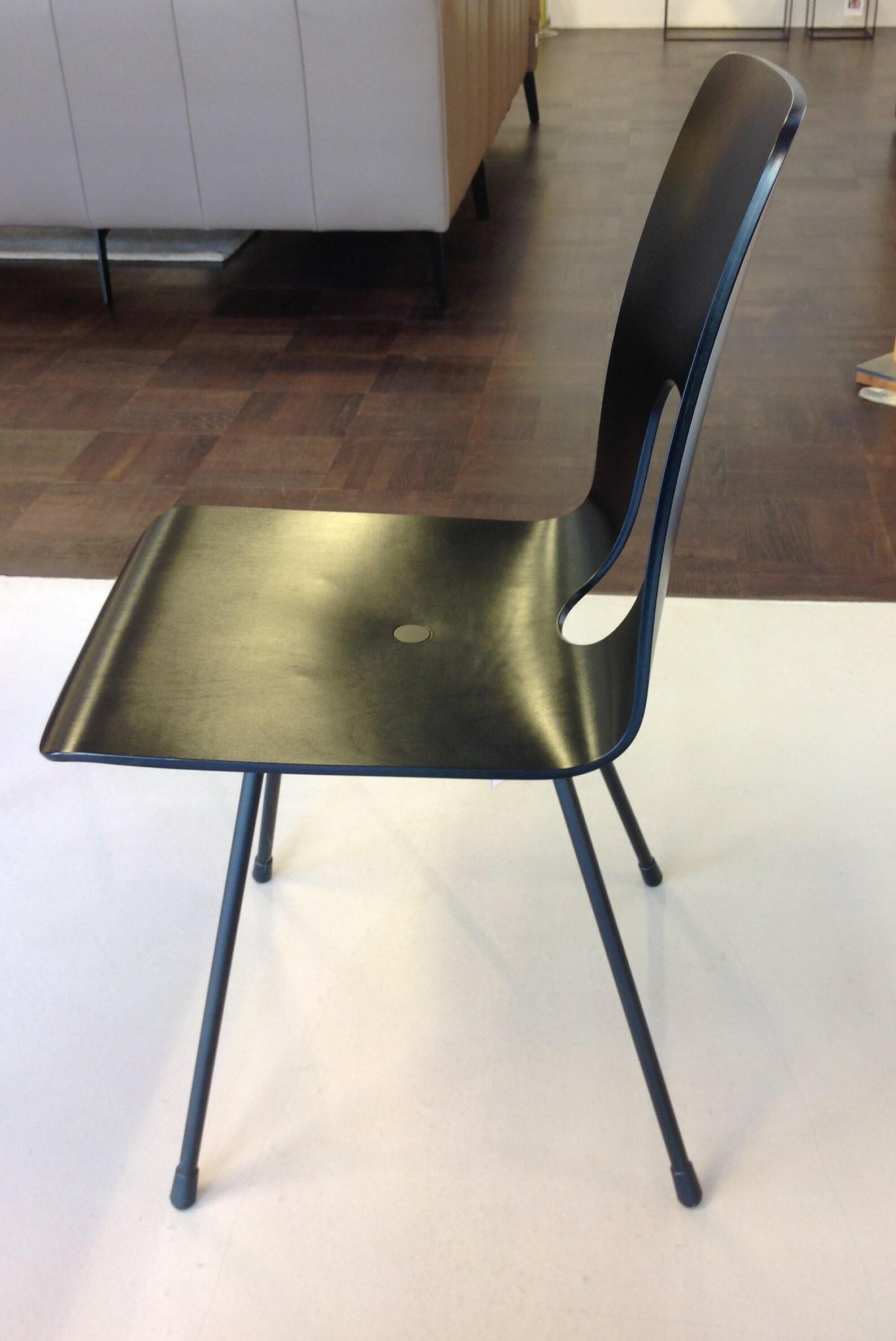 Tisch und 6 Stühle / horgenglarus 08