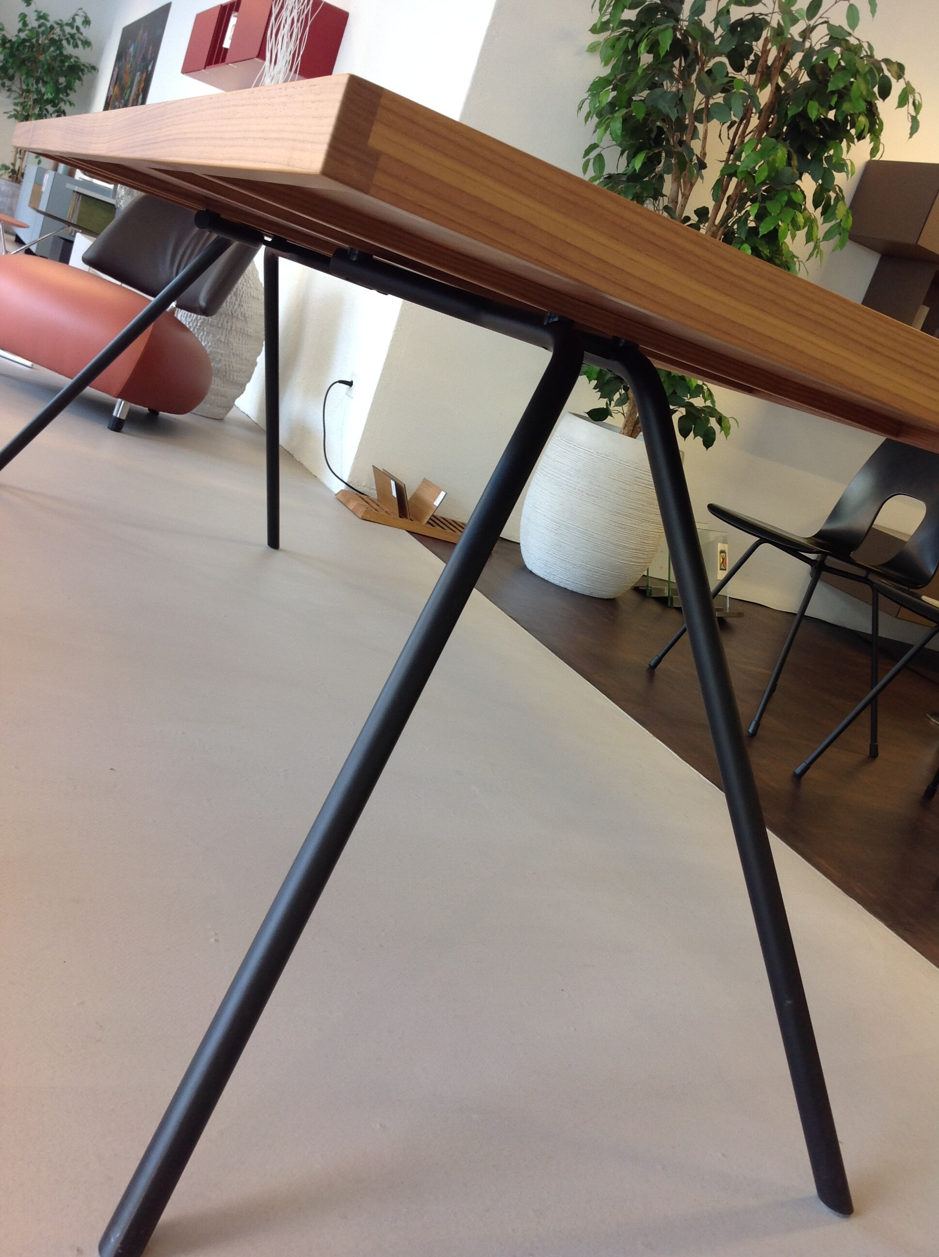 Tisch und 6 Stühle / horgenglarus 06