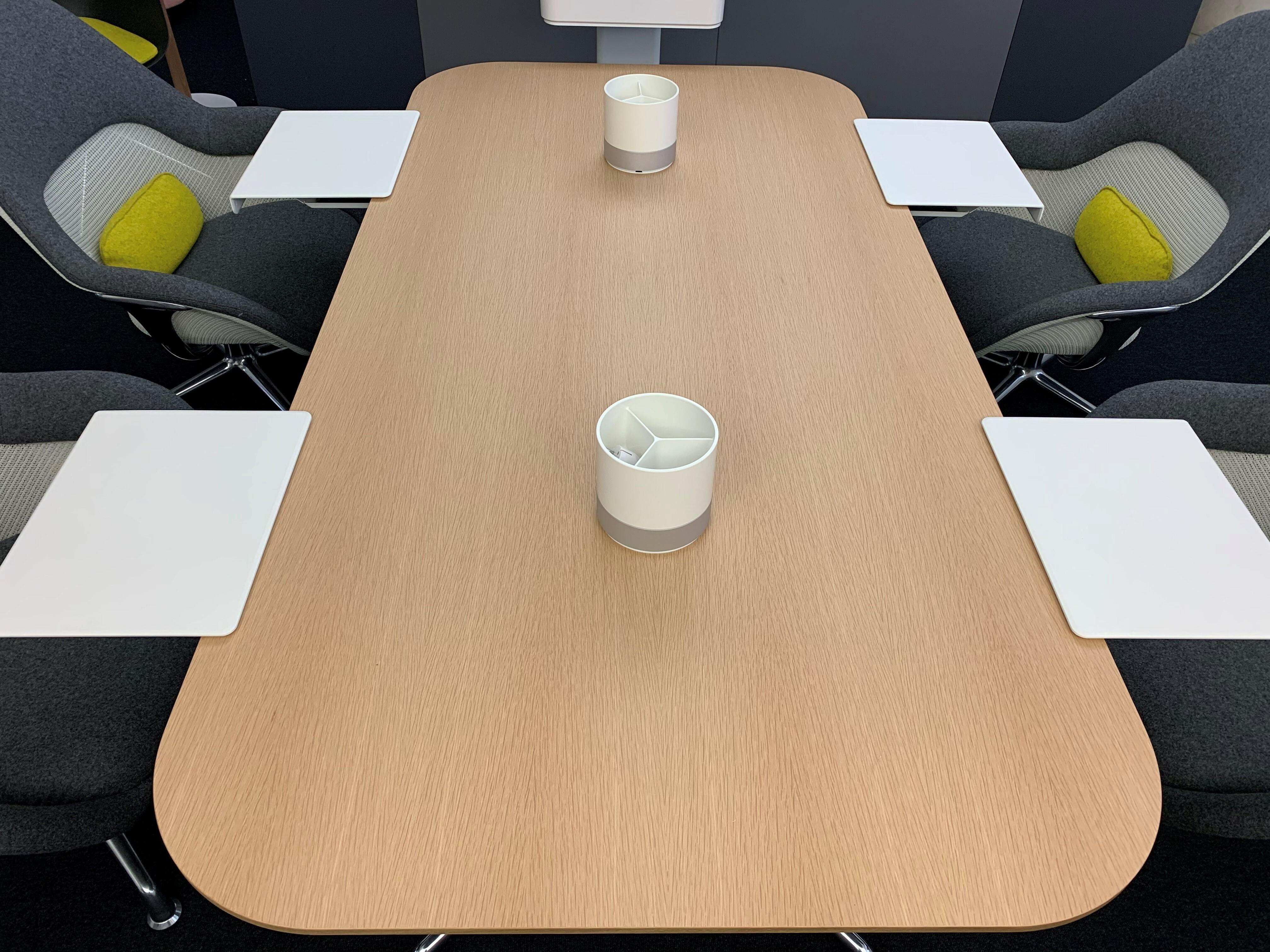 Table et siège de Coalesse 04