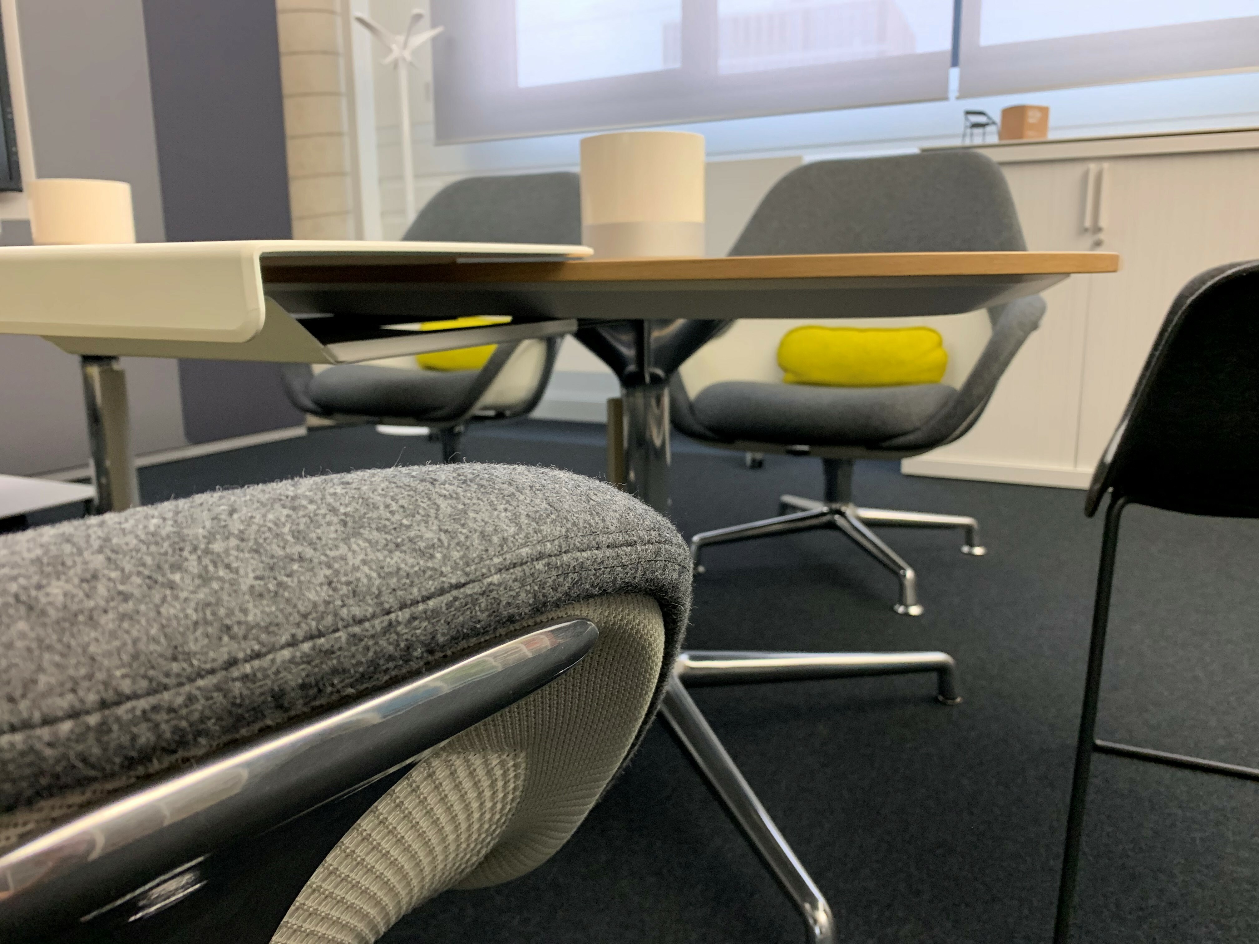 Table et siège de Coalesse 02