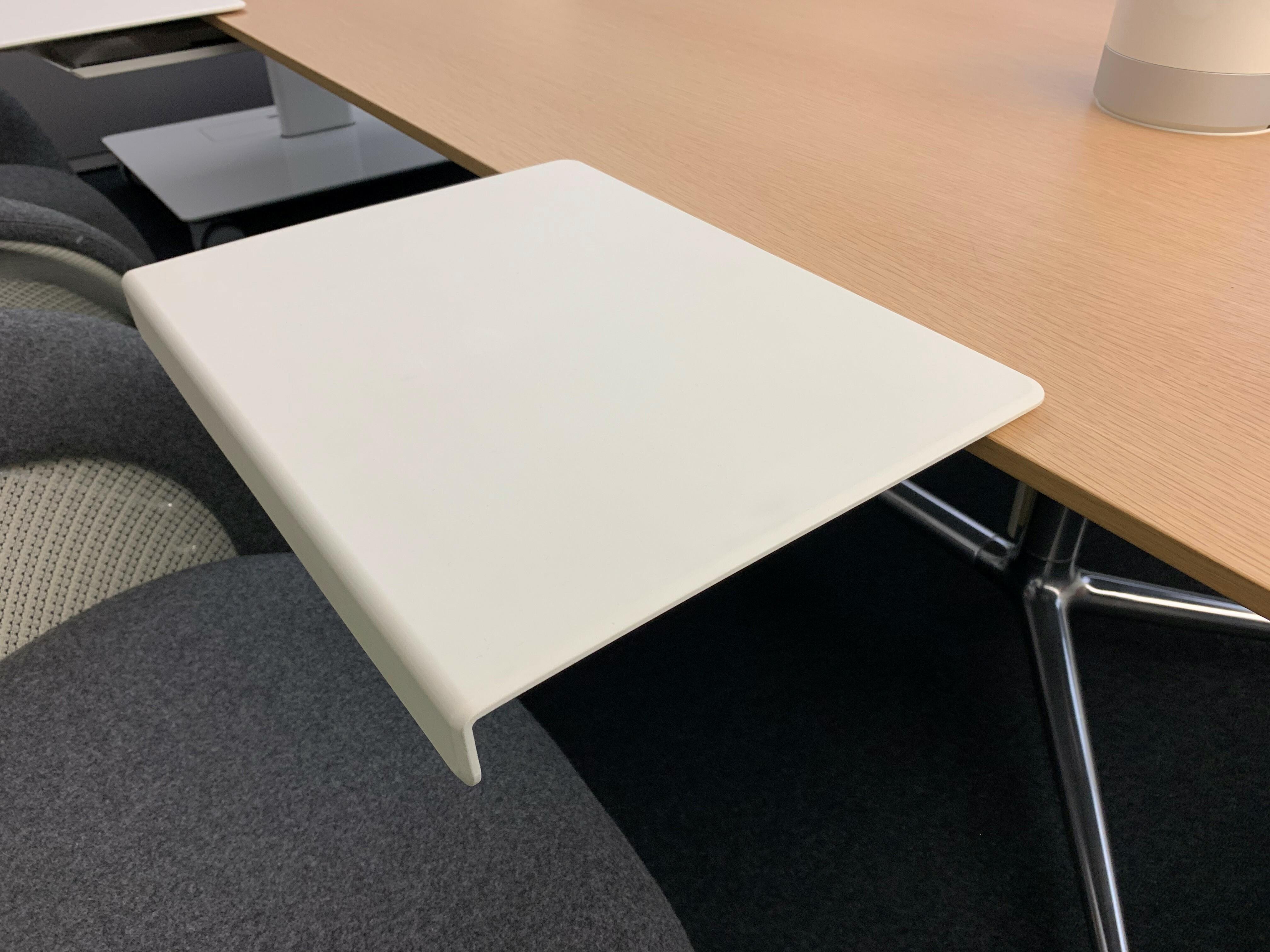Table et siège de Coalesse 15
