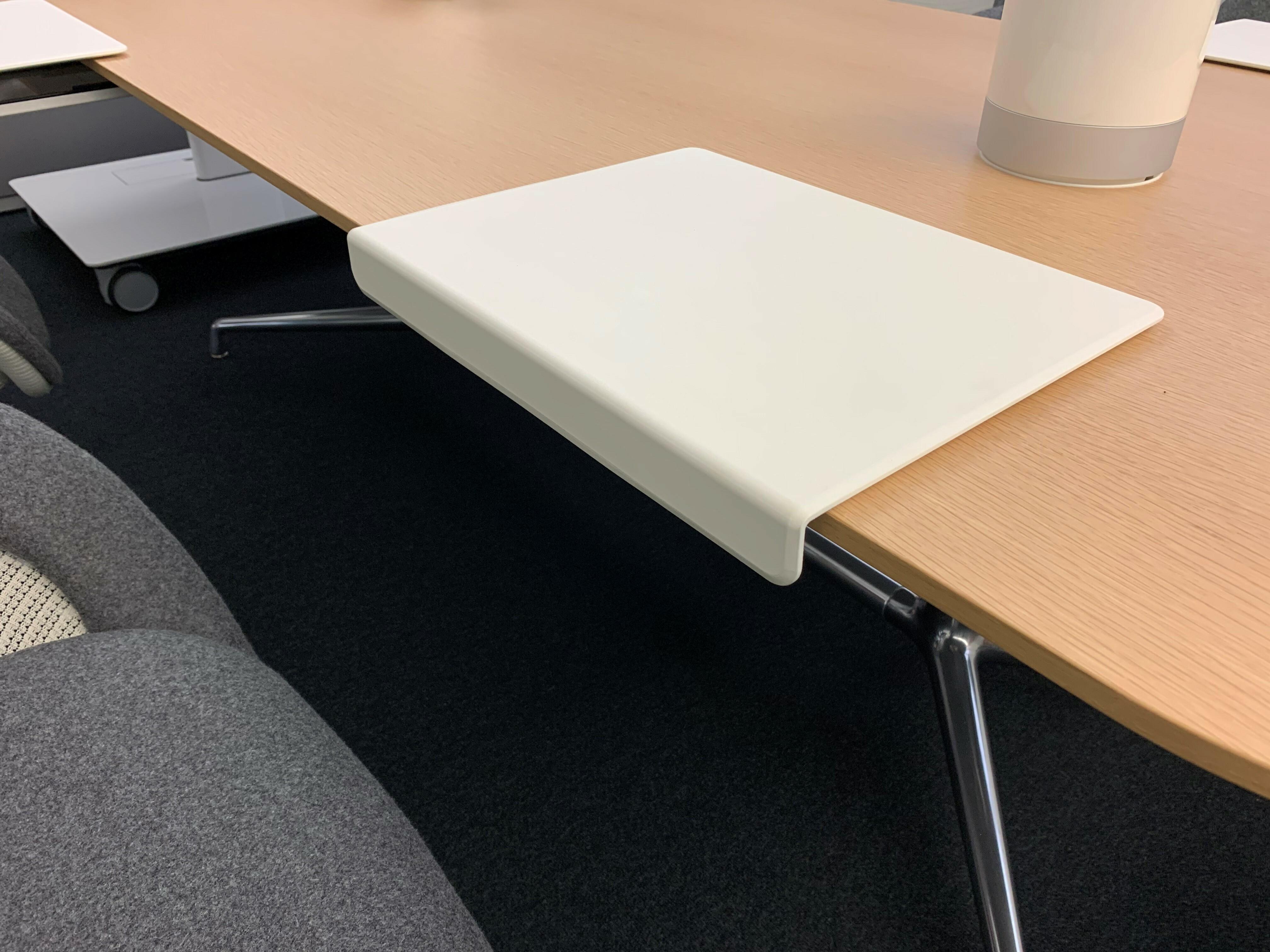 Table et siège de Coalesse 14