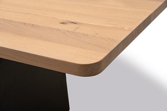 Tischgruppe mit Sitzbank Lüönd 05
