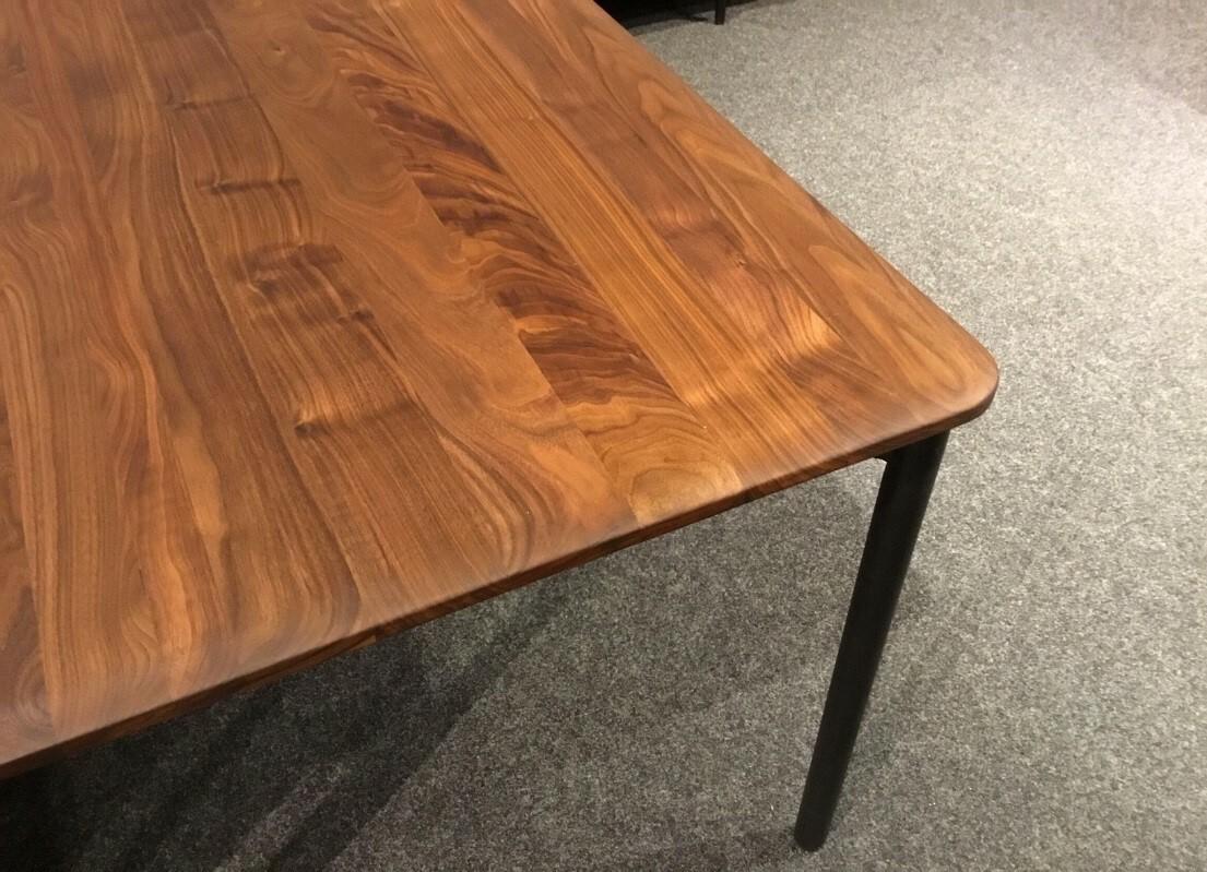Massivholztisch Siena Amerik. Nussbaum200 x 95 cm Lüönd 02