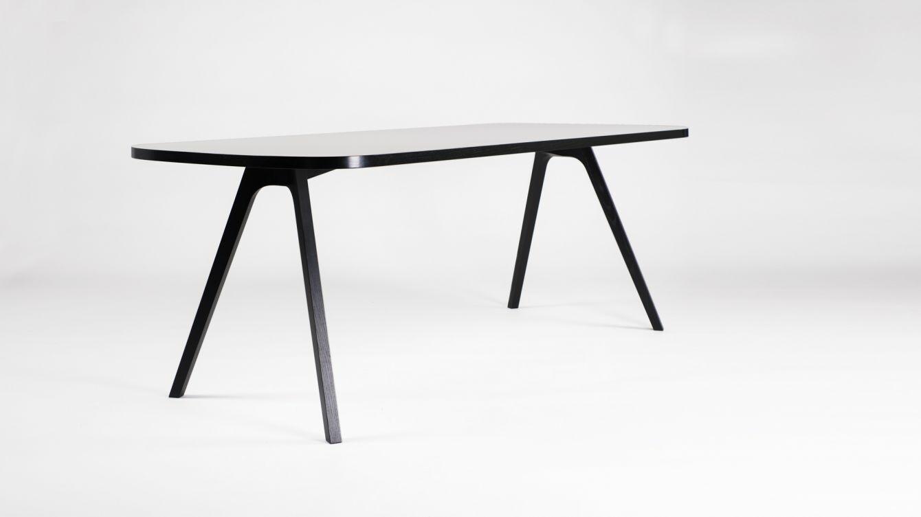Tisch mit 4 Stühle  03