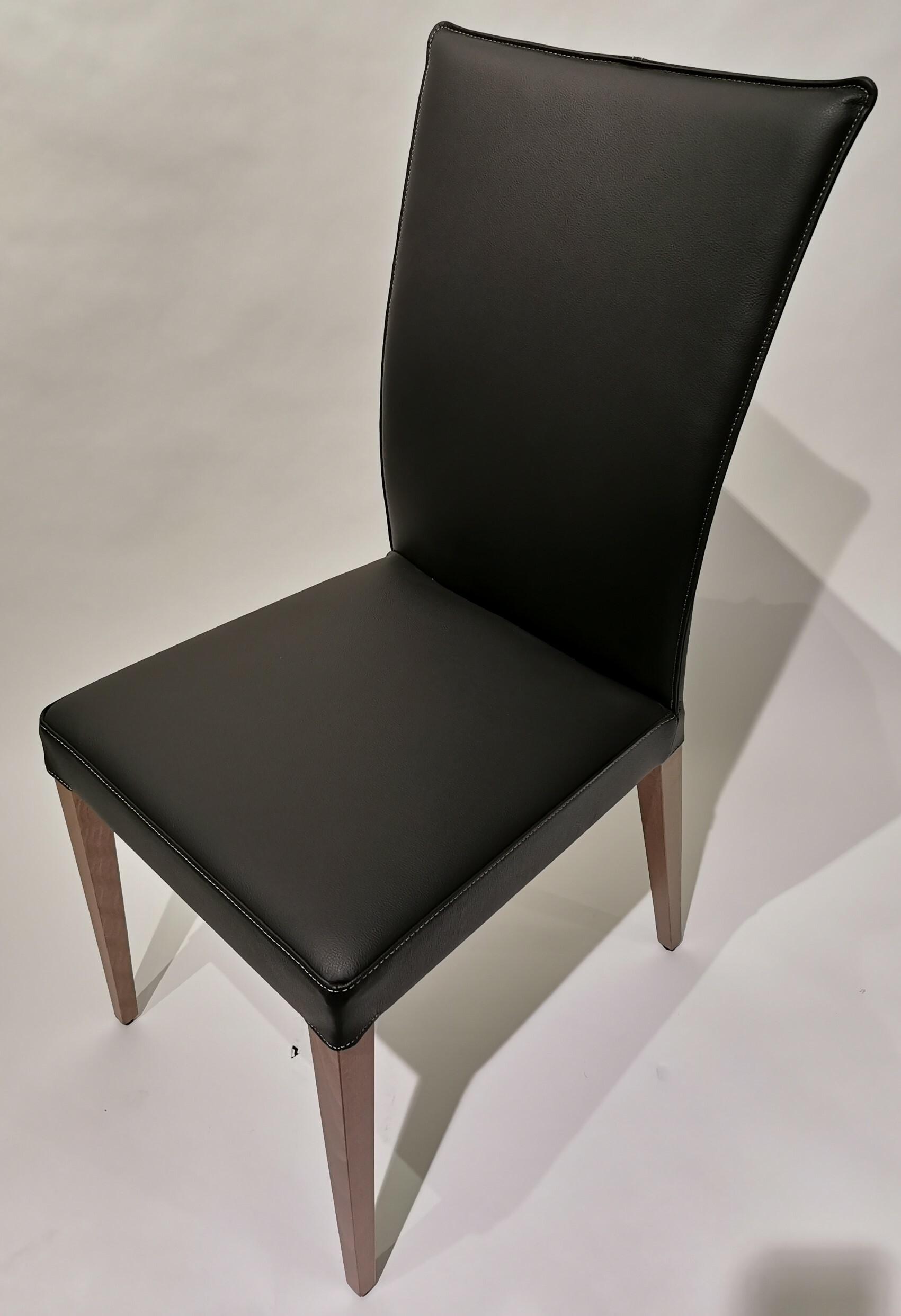 Stühle Francesca Lüönd 01