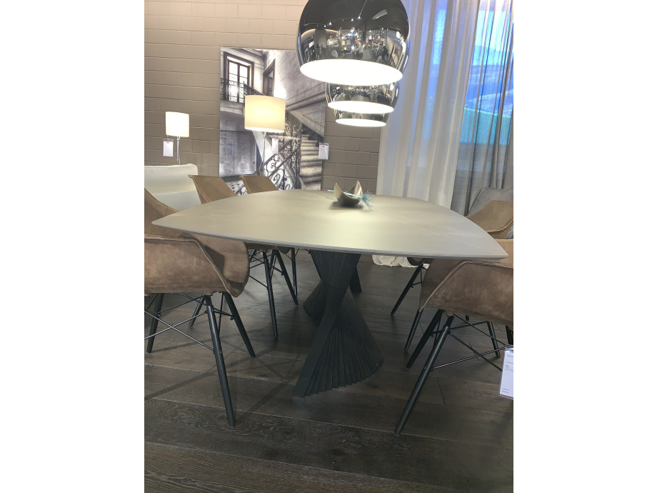 Designer Tisch Roma 02