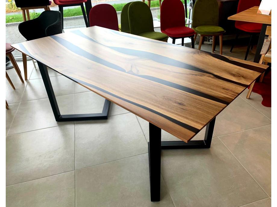 Black Walnut River  Table mit Epoxid 05