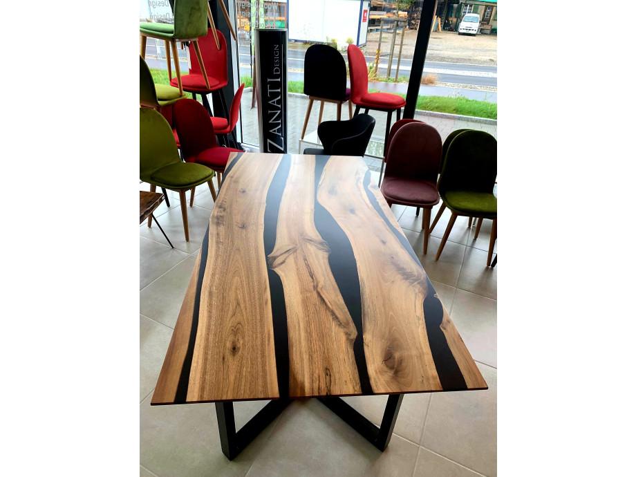 Black Walnut River  Table mit Epoxid 01