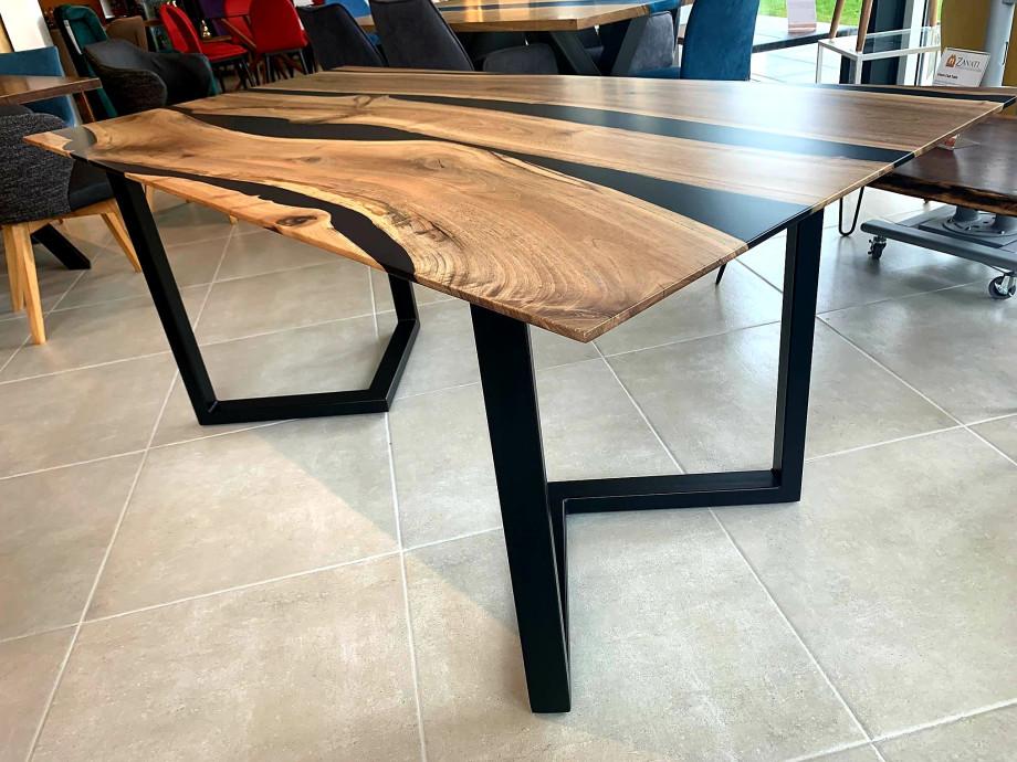 Black Walnut River  Table mit Epoxid 07
