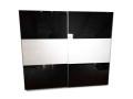 Armoire Jutzler avec portes en verre noir et blanc