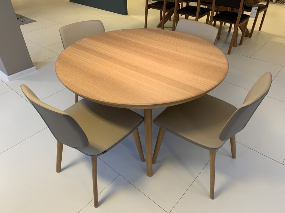 Esskombintation Tisch und Stühle (4 STK) Team7 01