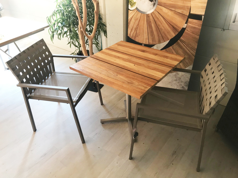 Bistro-Tisch inkl. 2  Sessel Ekka Aluminium, stapelbar  01