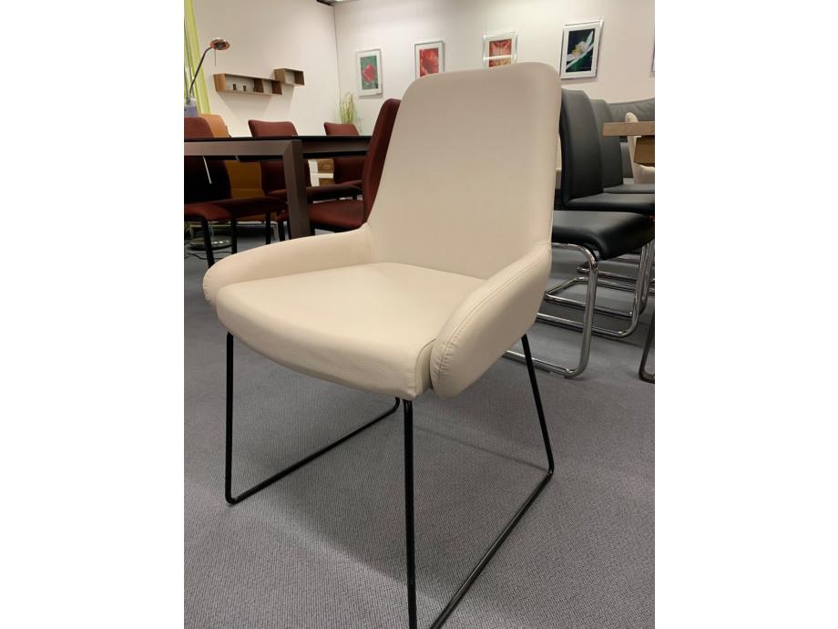 Stuhl Pendola von Willisau mit Kufengestell schwarz 02