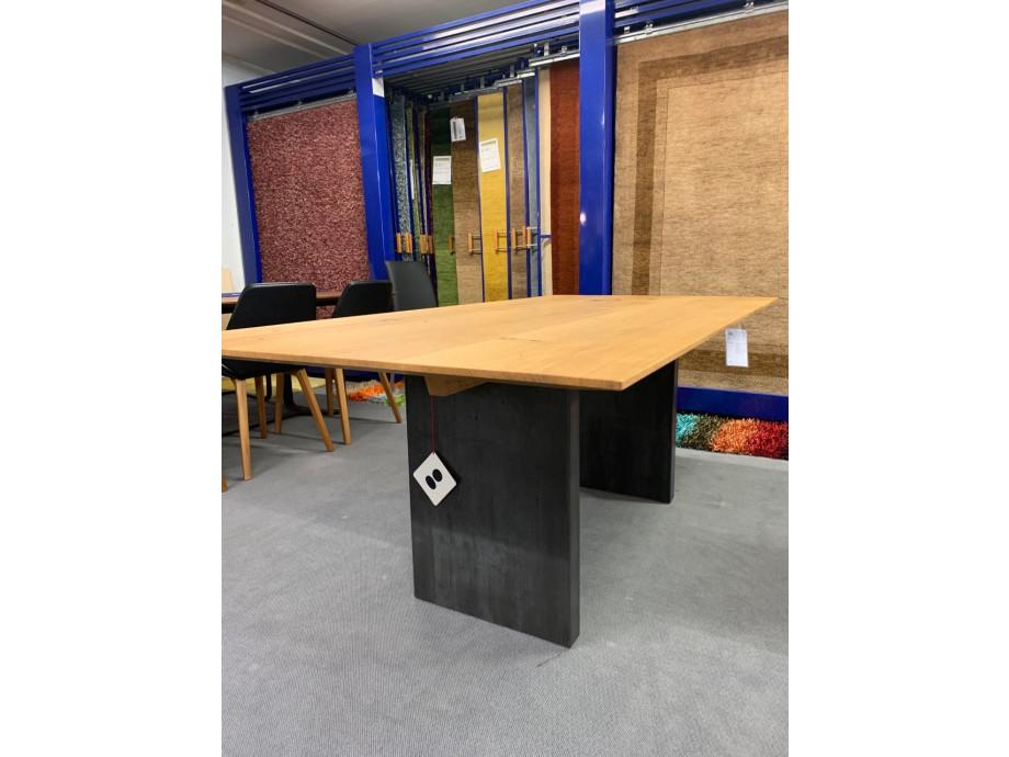 Tisch Asteiche Modell Henry von Girsberger 100 x 200 cm 01