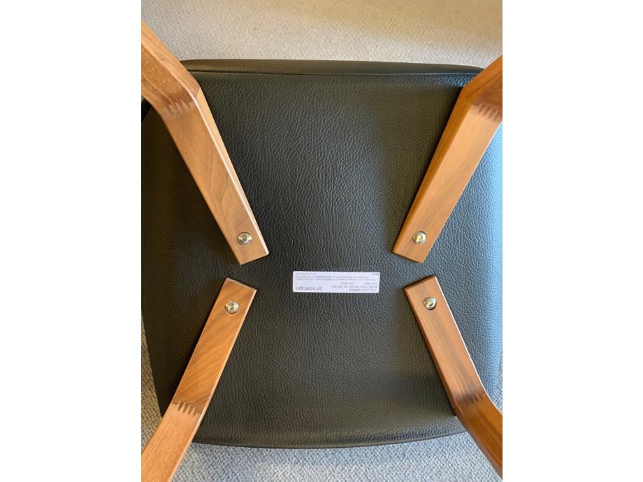 4-Bein Stuhl Modell Pala von Girsberger in Leder schwarz 04