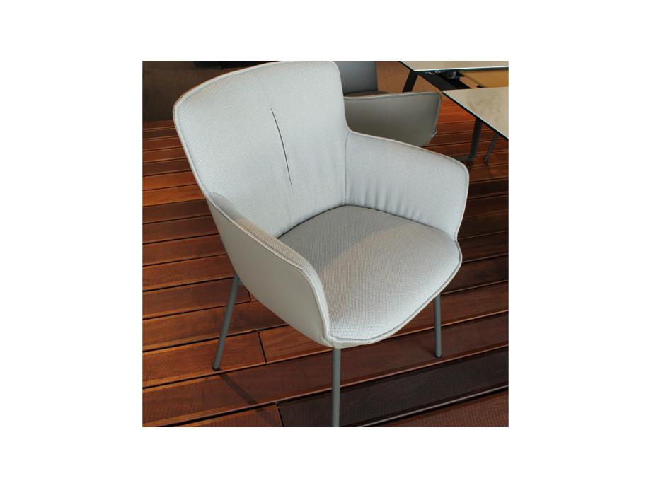 Esstisch 939 + 4 Stühle 655 / Table à manger 939 et 4 chaises 655 01