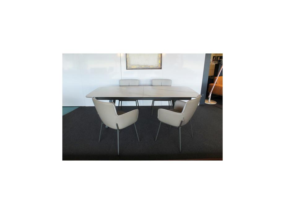 Esstisch 939 + 4 Stühle 655 / Table à manger 939 et 4 chaises 655 06